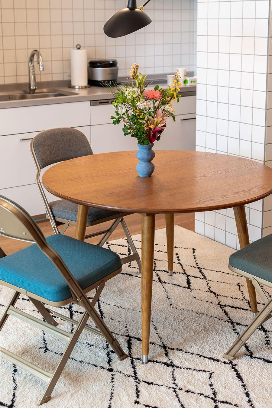 ダイニングテーブルは「Pacific furniture service」のもの。