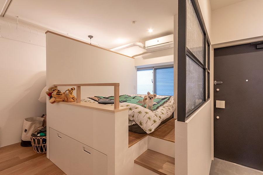 玄関の横には夫婦の寝室。