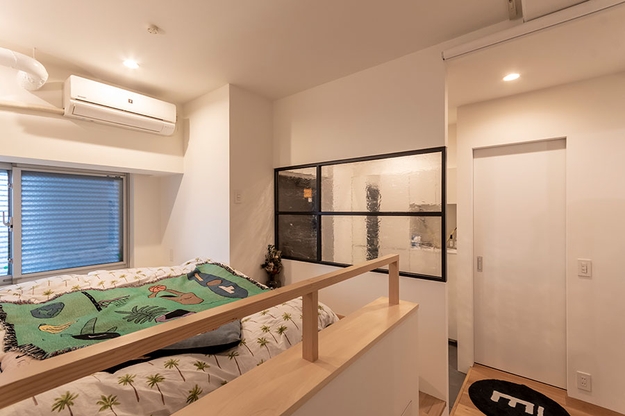 寝室から玄関方向の眺め。