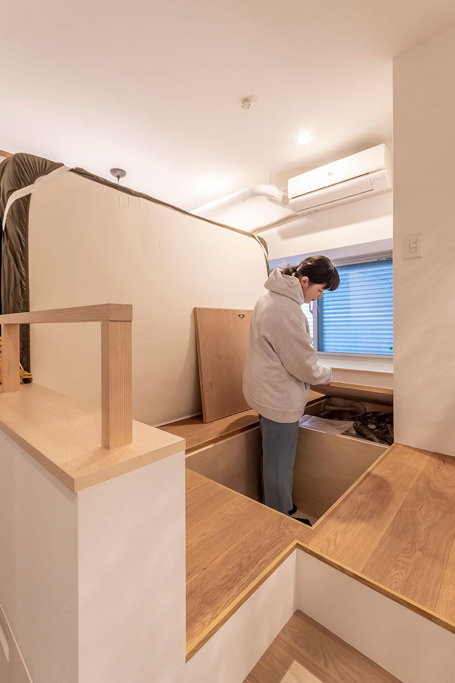 寝室には深さ70cmの床下収納を設けた。