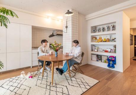 夫婦2人と愛犬で暮らす60㎡未満リノベつくりこみすぎず、家具で魅せるシンプルライフ