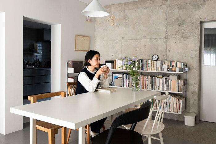 グラフィックデザイナー・葉田いづみ(http://izumihada.com)さん。主に書籍のデザインなどを手掛ける。