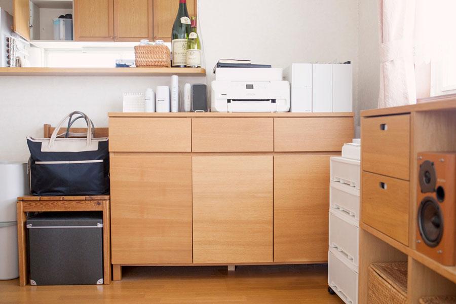 煩雑な書類やプリンター、生活用品を収納するコーナー。オフィスのように機能させながら、見た目にも美しく。