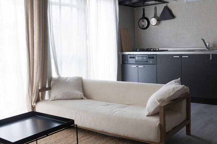 ソファは素材にこだわり、職人が手作りするNOYESのもの。