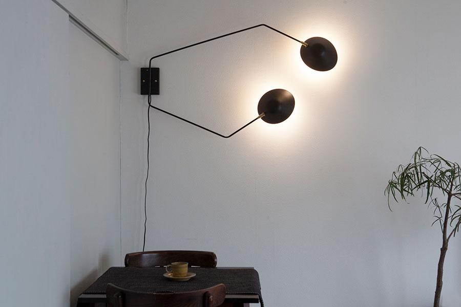セルジュ・ムーユのウォールランプは、壁を狙って幻想的に。