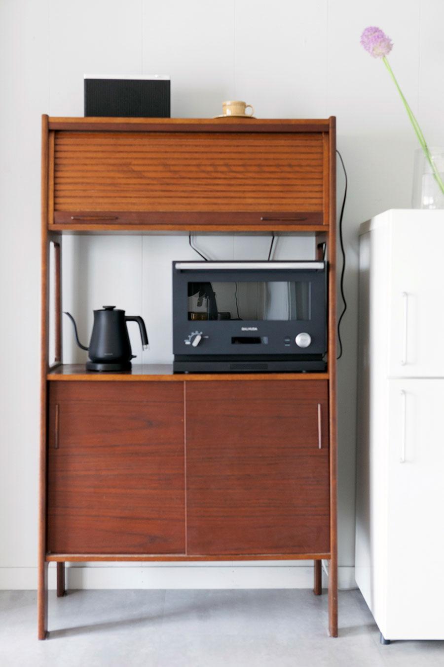 秋田木工のチェストはヤフオクで。「ネットオークションで家具を探すのが好きなんです」。
