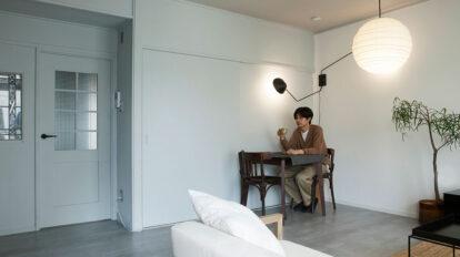 DIYで理想を叶える  スタイリッシュな家具に合わせて 70年代集合住宅をモダン空間に