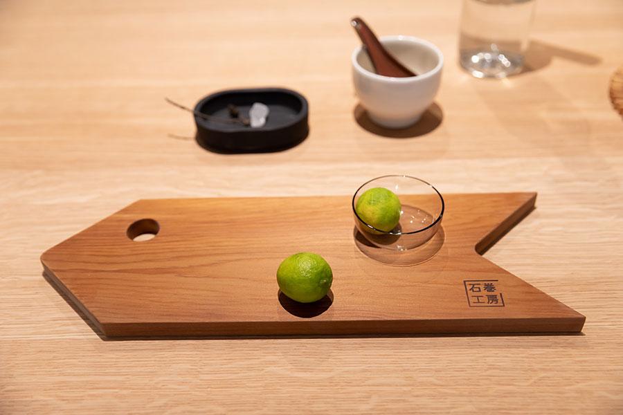 カッティングボードのデザインがかわいい。立食パーティでお皿としても使える。