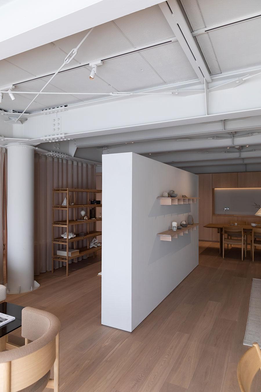 この壁は動かすことができる。将来、部屋の区切り方を変えたいと考えているなら、参考にしたいアイディアだ。
