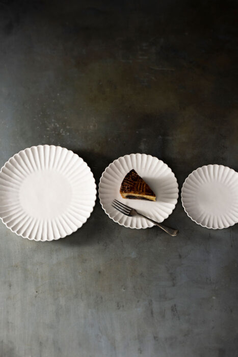 オランダ菊割皿 23.5㎝ ¥4,180 オランダ菊割皿 18.5㎝ ¥3,080 オランダ菊割皿 16㎝ ¥1,980