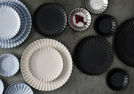 モダンな菊皿 斬新な色使いや仕上げで 伝統的な器の魅力を再発見!