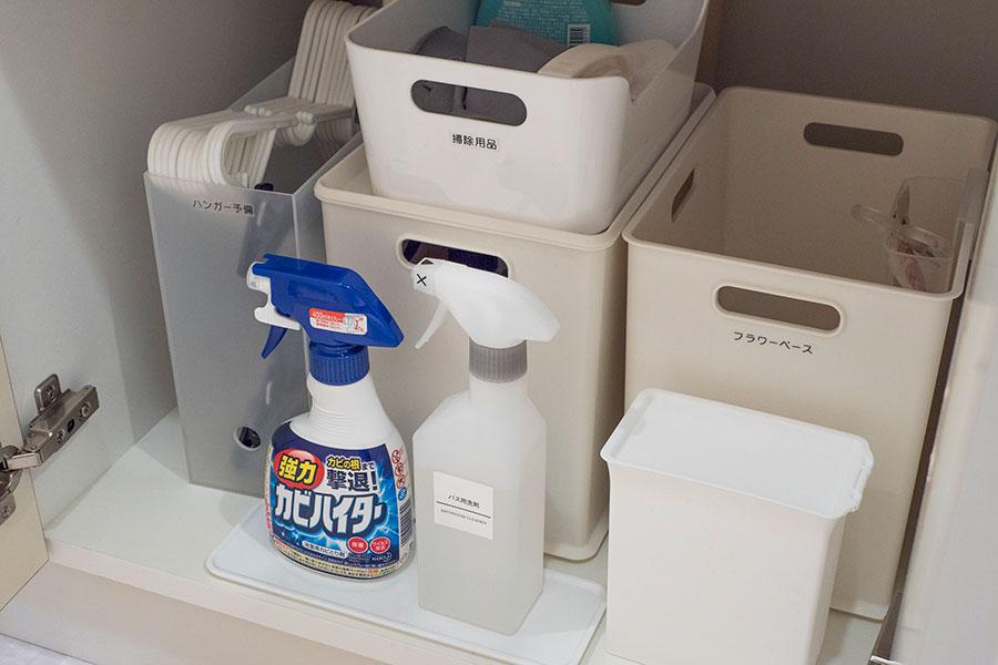 シンク下にはゴミ箱など隠しておきたいものも収納。
