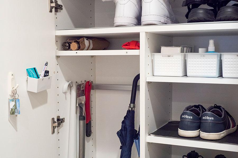 トランクルームの鍵や印鑑、ボールペンなど、玄関にあると便利なものを。