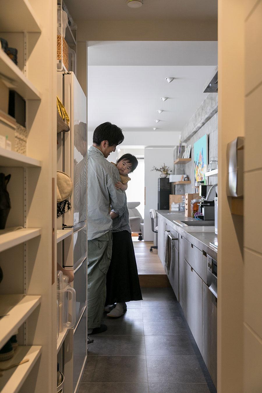 廊下からキッチンに直接入れる別動線を確保。萠衣ちゃんがお見送りしてくれました。ご協力ありがとうございました!