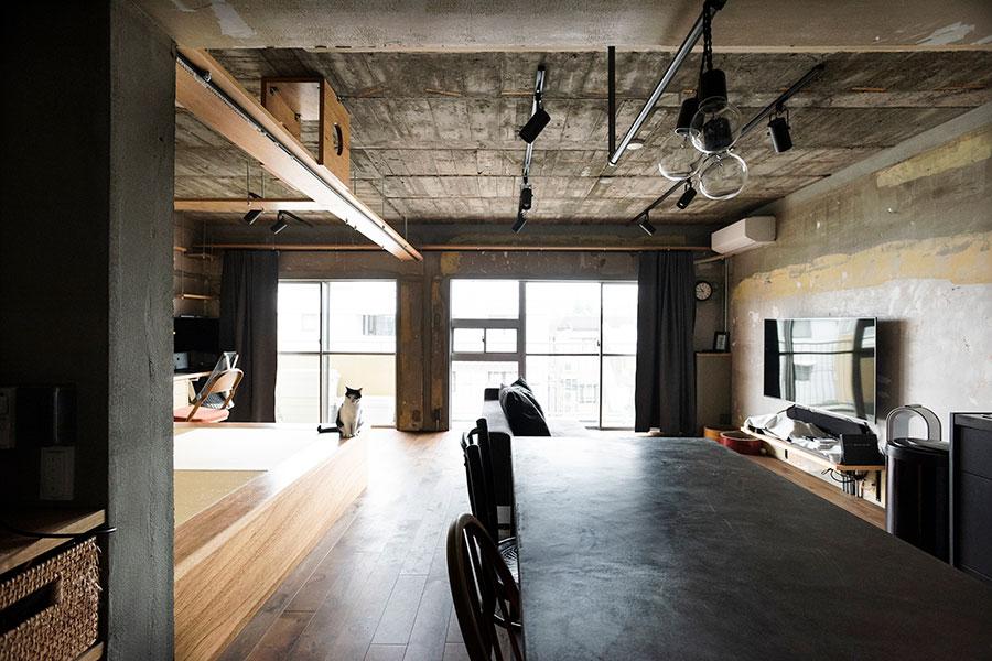 築50年程の、のどかでノスタルジックな雰囲気が漂う団地の1室。耐震面をクリアしていることを確認して購入。