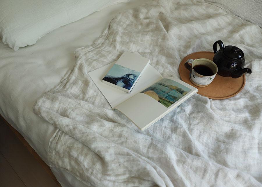 トリアノ ブランケット ( ホワイト-リネン ) 140x200cm ¥19,800 LAPUAN KANKURIT 無地に近い感覚で楽しめるホワイト。ウォッシュドリネン特有のくったりとした質感が心地よい。