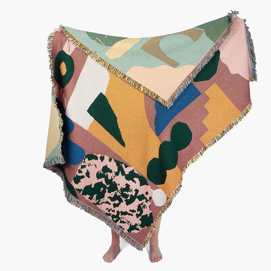 Wyatt Throw ( Art by Amelie Lehoux ) 137×178cm ¥35,200 Slowdown Studio ( KIAN )