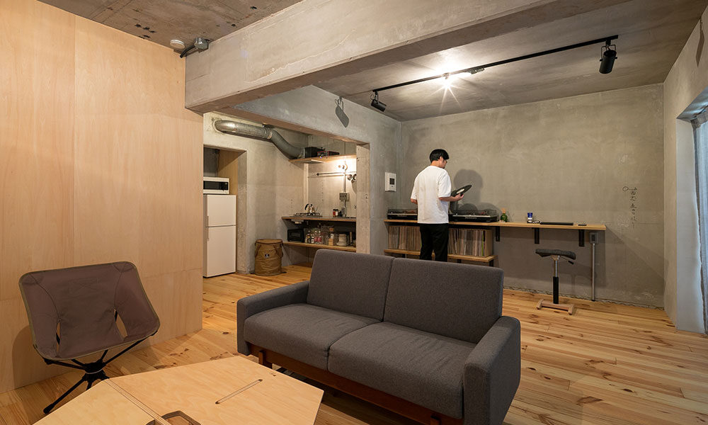 山小屋暮らしを楽しむ感覚 趣味のアウトドア家具を使って シンプルに暮らす