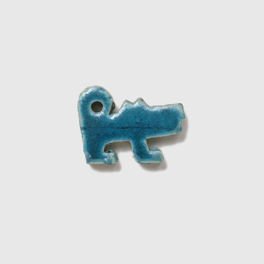 犬の形のタイル。サイズは横4.5cmと小さいので、箸置きとして使ってみては?