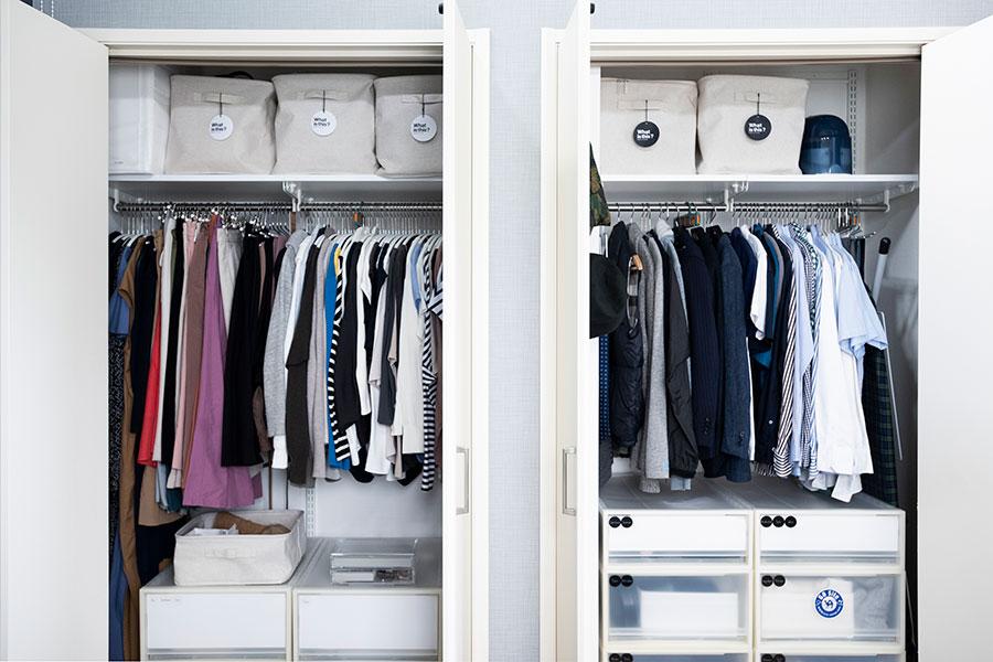 コート類以外1年分の服を収めるクローゼット。右側が夫、左側が窪嶋さんのスペース。上段には無印良品のソフトボックスを使用し、バッグやストール、水着などをアイテム別に収めている。引出しにはジーンズやヨガウエア、シーツ類などを。