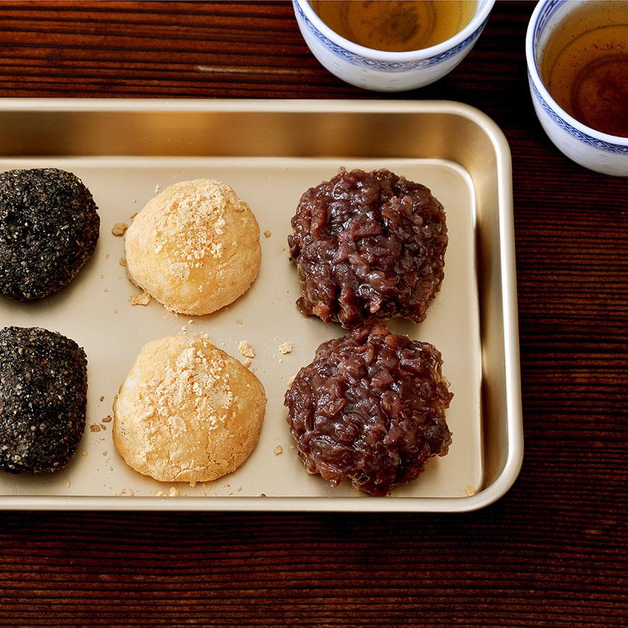 レトロな雰囲気のアルミバットには和菓子も似合う。