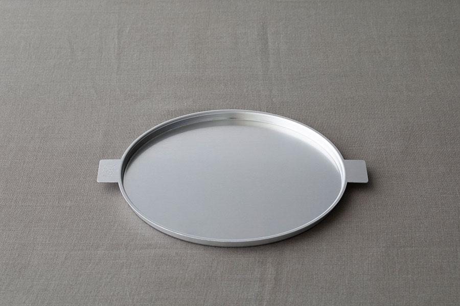 アルミニウム トレイ ラウンド φ225 D11mm ¥1,650 ユミコ イイホシ ポーセリン ラウンドトレイは10.5cm、19cm、22,5cmの3サイズ展開。