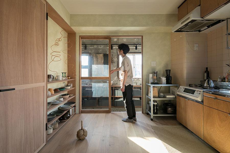 玄関と居室の間の引き戸は全開にできる。